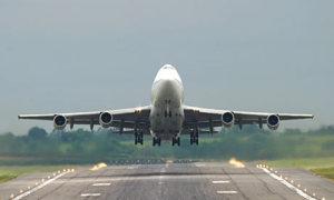 Jumbo-jet-taking-off--001